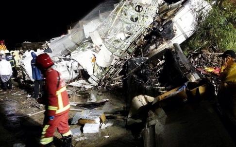 Hình ảnh từ hiện trường vụ máy bay rơi tại Đài Loan