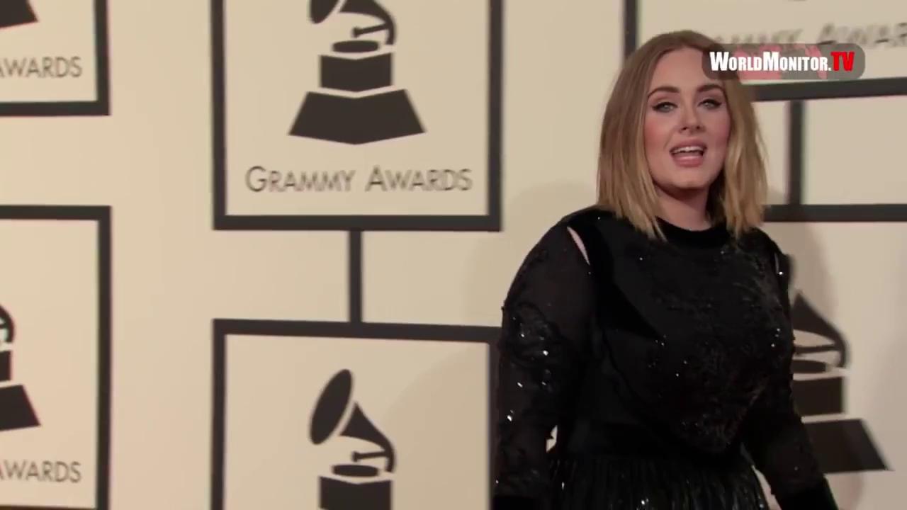 "Adele gây sốc khi lộ mặt ""mộc"""