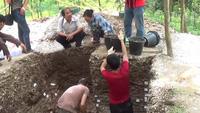 Cận cảnh công trường khai quật 3 bộ xương người Việt cổ 5000 năm tuổi