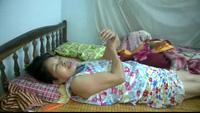 Bố mất sớm, cô bé lớp 7 phải chăm mẹ bị tai biến