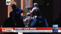 Quay được cảnh tay súng bên trong quán cà phê Sydney