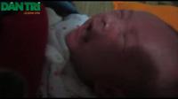 Xót xa hai đứa trẻ sinh đôi 5 ngày tuổi mất mẹ