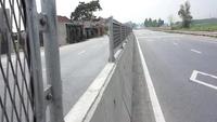 """Hàng loạt lan can quốc lộ 1A bị """"bốc hơi"""" sau khi được lắp đặt"""