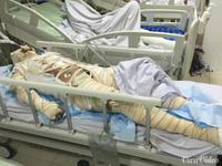 Rơi nước mắt người đàn bà Khơ Mú nằm chờ chết trên giường bệnh.
