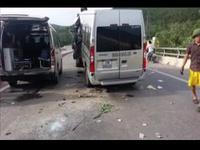 Xe khách du lịch đâm đuôi xe tải, 1 người chết, 8 người bị thương