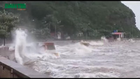 Sau bão: Nhà tốc mái, đường ngập, cây đổ la liệt
