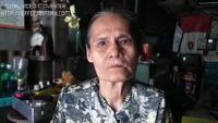 Bà cụ sống một mình với người chết
