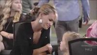 """Nghe cô bé đáng yêu hát """"Let it go"""" làm giám khảo American Idol rơi nước mắt"""