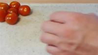 Dành cho bà nội trợ: Học cách cắt cà chua vừa nhanh vừa khéo