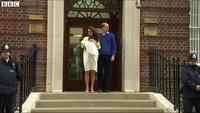 Vợ chồng Hoàng tử William rạng rỡ khoe  tiểu công chúa mới sinh