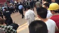 Trung Quốc: Hàng ngàn người biểu tình, đụng độ dữ dội với cảnh sát tại Tứ Xuyên
