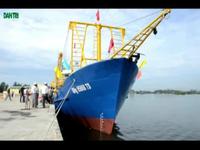 Tàu cá vỏ thép hiện đại của ngư dân sẵn sàng hướng ra Biển Đông