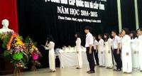 Học sinh giỏi tỉnh TT-Huế dâng hoa, đọc thư báo công lên Bác Hồ