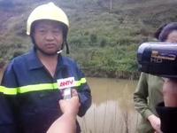 Ông Hoàng Công Thảo, Trưởng Phòng Cảnh sát phòng cháy chữa cháy, Công an tỉnh Lâm Đồng trao đổi về công tác cứu hộ