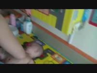 Bài học bơi đầu tiên của anh em sinh ba