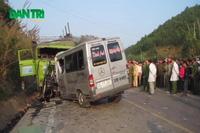 Vụ tai nạn thảm khốc: Giải cứu các nạn nhân ra khỏi hiện trường