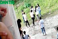 Nữ sinh dùng thước đánh bạn giữa sân trường