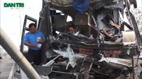 Xe khách đâm xe tải chở gỗ, 7 người bị thương