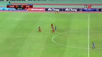 Vĩnh Lợi xuất sắc cứu thua trong tình huống sút bóng của Adisak