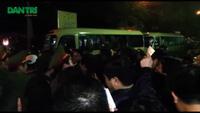 """Nam Định: Chen lấn kinh hoàng """"hốt"""" lộc đầu năm ở đền Trần"""