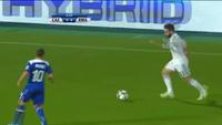 C.Ronaldo bỏ lỡ cơ hội từ cự ly...3m