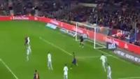 Pha bỏ lỡ không tưởng của Luis Suarez