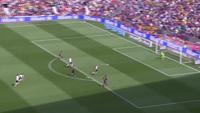 Khoảnh khắc lóe sáng giúp Barca vượt ải Valencia của Suarez
