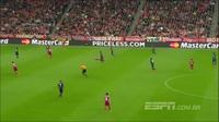 Tròn mắt trước pha phối hợp bóng bổng một chạm của các cầu thủ Bayern