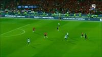 Higuain phung phí cơ hội vàng trong trận chung kết Copa America