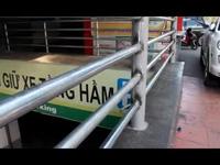 Lắp lan can bảo vệ đường xuống tầng hầm tòa cao ốc sau khi có người ngã tử vong