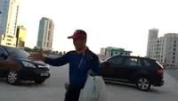 Triệu phú Hàn tình nguyện nhặt rác trong suốt 11 năm