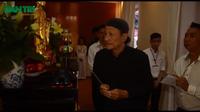 Các nghệ sĩ thành kính viếng Giáo sư Trần Văn Khê