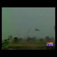 """Chiến đấu cơ Ấn Độ hạ cánh """"ngon lành"""" trên đường cao tốc"""