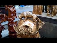 """Quảng Trị: Những """"tuyệt phẩm"""" gỗ mỹ nghệ giá hàng chục triệu tại chợ Tết"""
