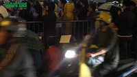 Biển người đội mưa, chen lấn làm lễ cầu an ở chùa Phúc Khánh