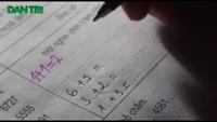 Hà Nội: Học sinh lớp 5 vẫn... không viết nổi tên mình