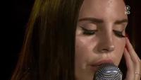 Lana Del Rey da diết trên sân khấu