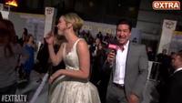 Jennifer Lawrence thân thiện trên thảm đỏ