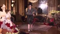 Karlie Kloss nổi bật trên sàn catwalk