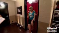 Taylor Swift biểu diễn sôi động