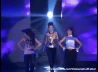 Thu Minh nhảy bốc lửa trên sân khấu