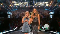 Miranda Lambert biểu diễn sôi động