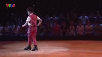 Bé Long Khánh nhảy ấn tượng