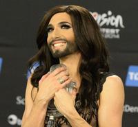 """""""Mỹ nhân có râu"""" đăng quang trong đêm chung kết Eurovision"""