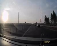 Cảnh như phim hành động trên đường cao tốc