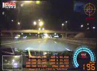 Xe Nissan GT-R nổ lốp ở tốc độ 327 km/h