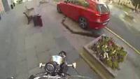 Bài học cho những tay lái xả rác ra đường