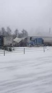 Gần 200 xe tai nạn gây dồn ứ trên đường cao tốc