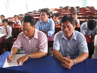 Trao vở cho học sinh nghèo Bạc Liêu