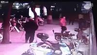 Chồng ngoại tình bị vợ cầm dao truy sát
